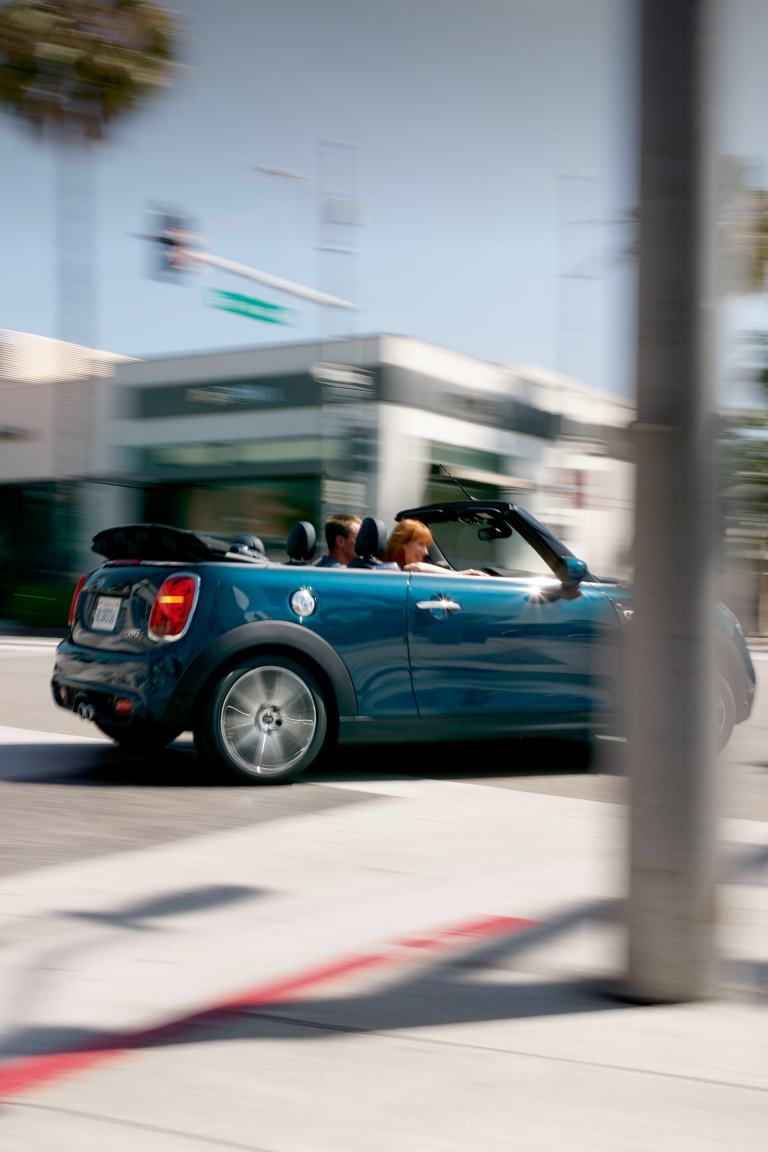 MINI Convertible Sidewalk Edition – blue and black – top down