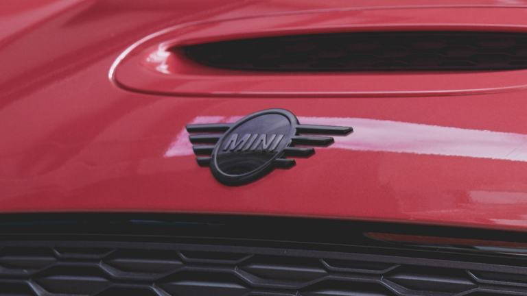MINI Clubman - red and black – logo on bonnet